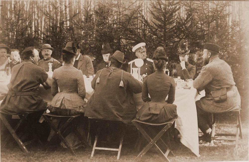 Александр III за обедом