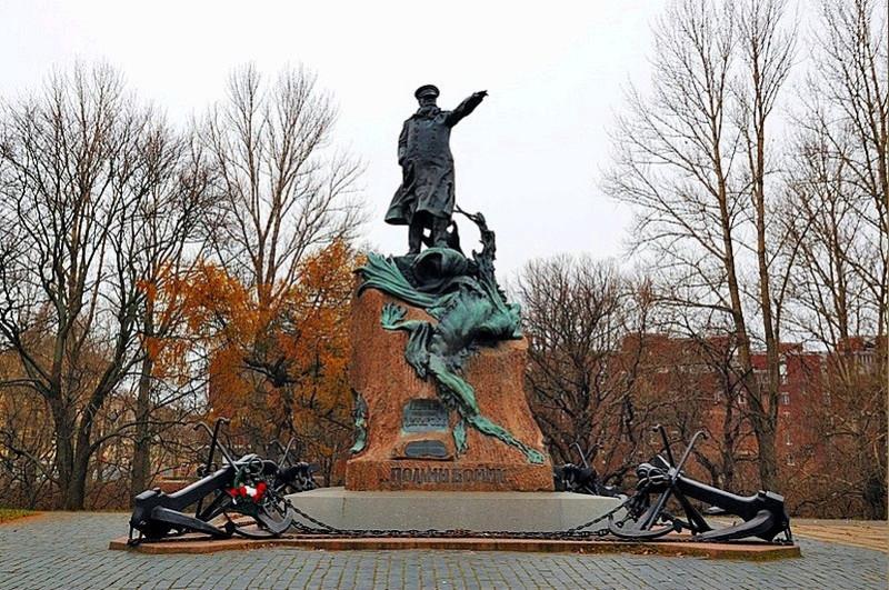 Памятник С.Макарову в Кронштадте