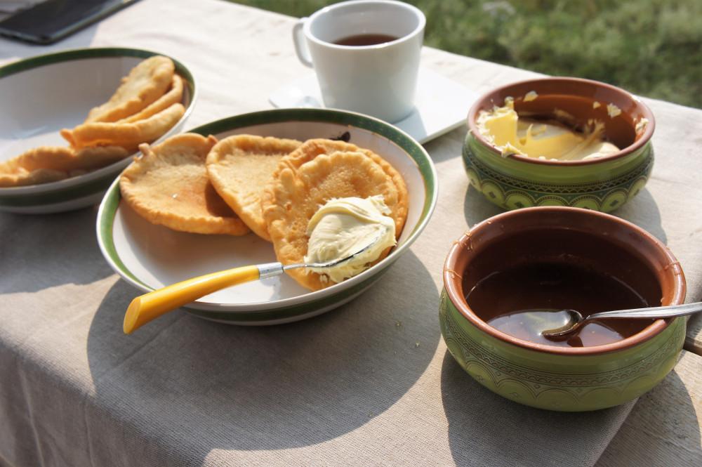 """На ферме компании """"Сахачай"""" помимо иван-чая заготавливают и мед"""