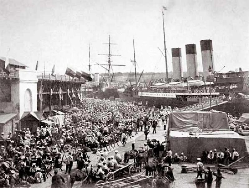 Посадка нижних чинов на пароход «Херсон» в Одессе перед отправкой на Дальний Восток (1903)