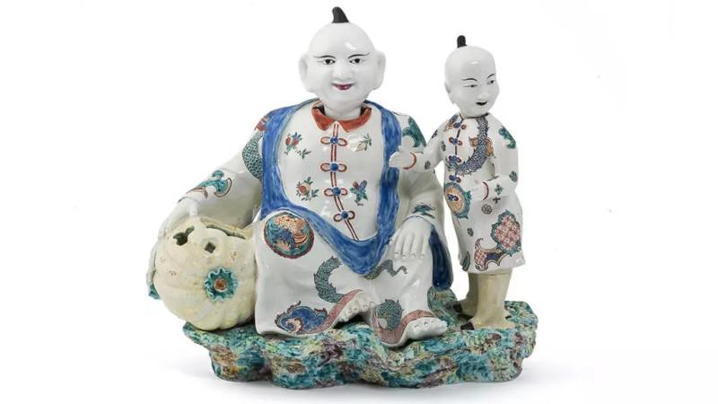 Фигурки с качающимися головами и сосудом для ароматических трав. Мануфактура Шантийи. 1735-1740.