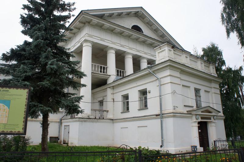 Доме управляющего имением Строгановых в Ильинском