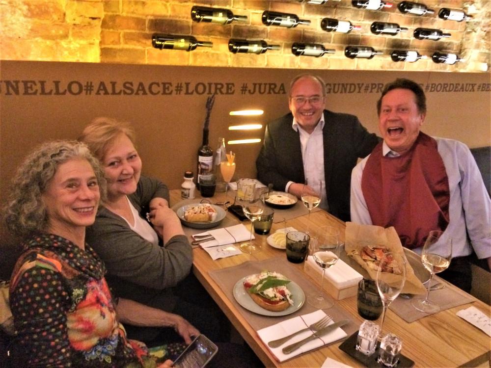 Дарра Голдштейн с супругом и мы с Ольгой