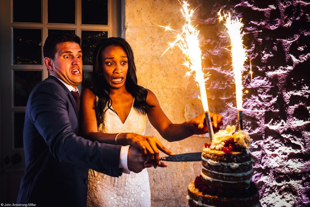 Обычно свадьбы идут по плану, но очень интересно запечатлеть моменты, когда дела идут немного не по сценарию
