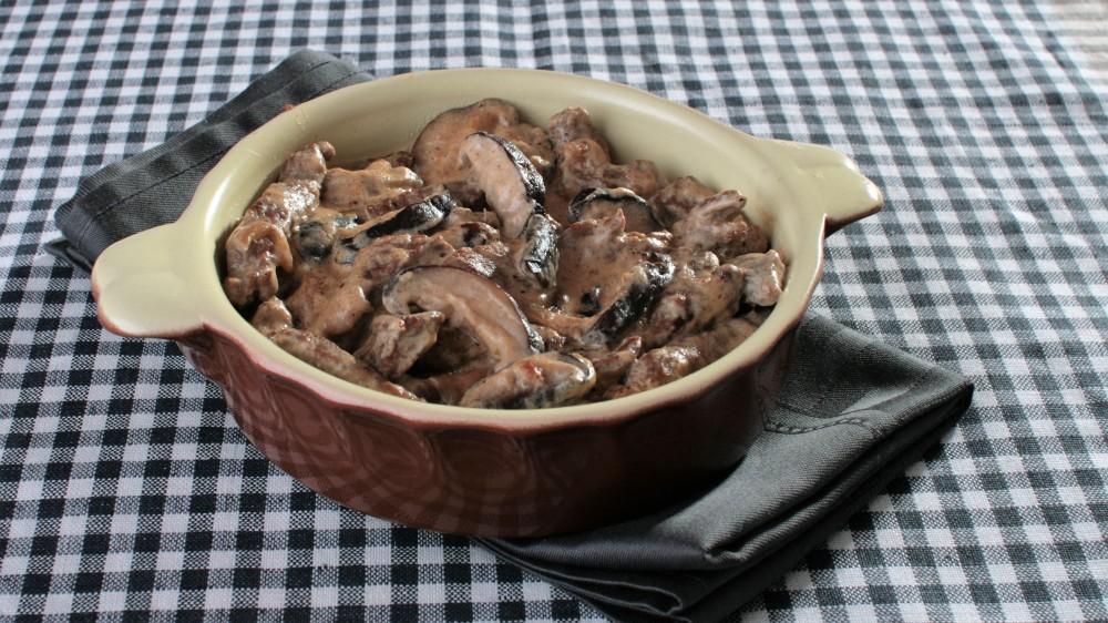 Бефстроганов можно готовить даже с азиатскими грибами шиитаке