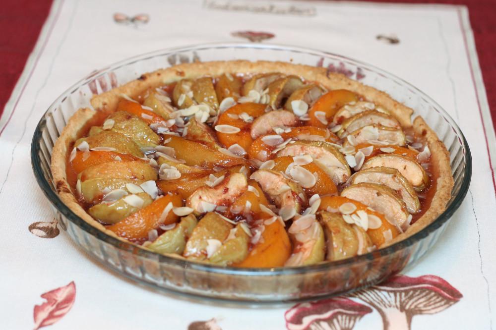Пирог из яблок и персиков