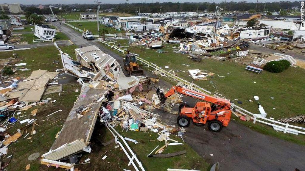 190905131637-01-nc-tornado-dorian-0905-exlarge-169.jpg