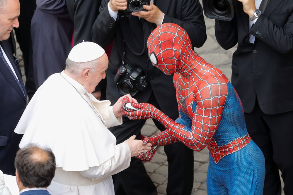 Человек-паук и Папа Римский