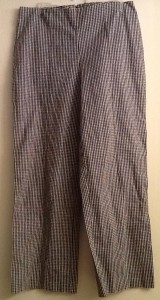 "Checkered black & White capri pants David Paul New York  EUC  96% cotton 4% spandex  $16 shipped  (label very faded might say size 8/medium see measurements) waist 28"" hips 31"" length waist to hem 32"" inseam 24"" Additional photo available upon request"