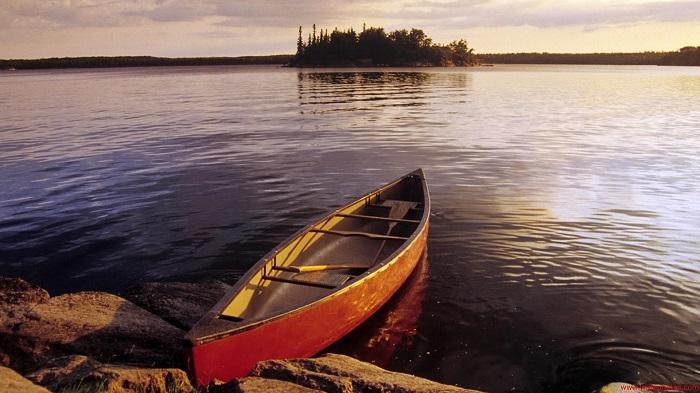от причала отплыла лодка проплыла некоторое расстояние