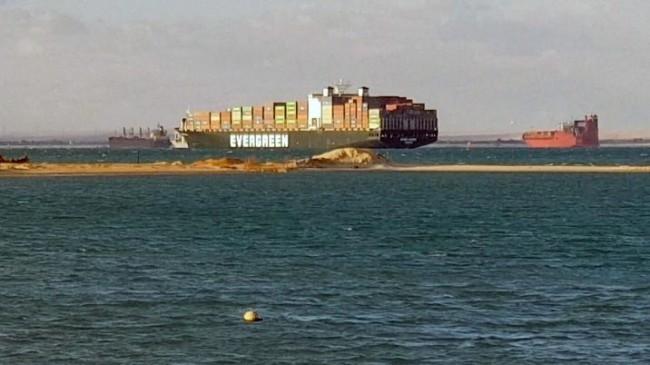 Во что обошлась мировой экономике неделя стояния на Суэцком канале?