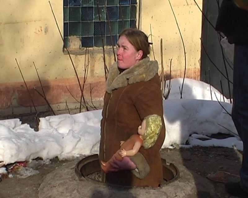 В Кирове бомжиха, убив дочку, выкинула трупик в мусорный бак