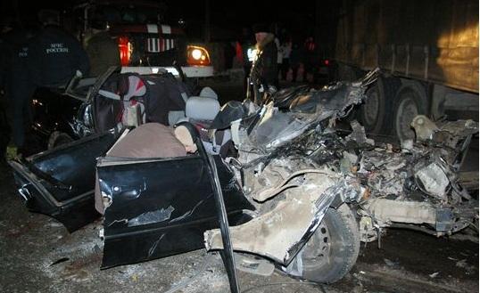 В городе Котельнич Кировской области случилась жуткая авария: в ДТП погибли четыре человека