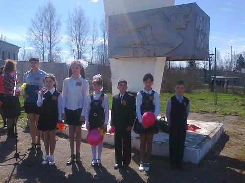 Жители села Новоторицкое Шабалинского района встречают 9 мая