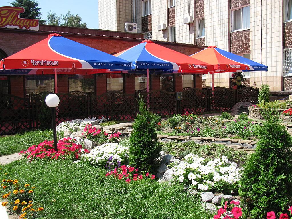 Как недорого оформить летнюю площадку для баров, ресторанов, кафе?
