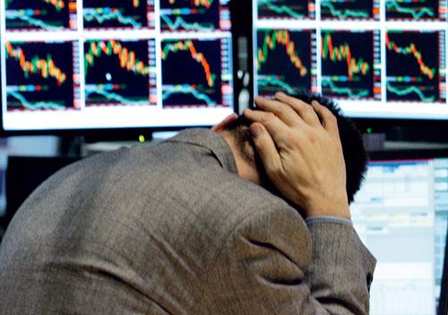 События на Украине обвалили рубль и фондовый рынок