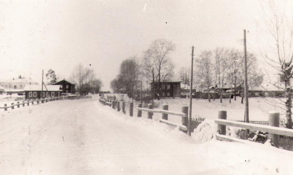 23 с Новотроицкое 1978 г вид на мост и центр села