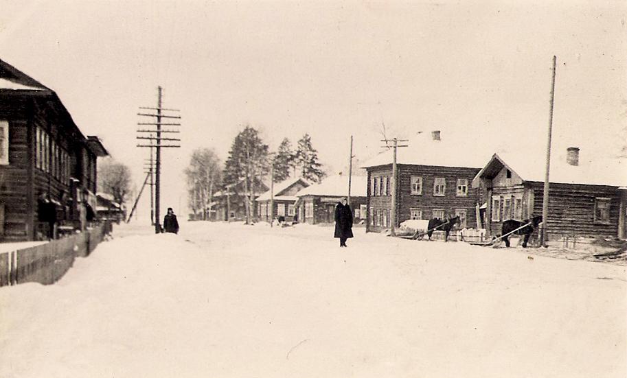 23 село Новотроицкое 1957 г вид на центр со стороны от моста на месте двух домов справа теперь новая церковь