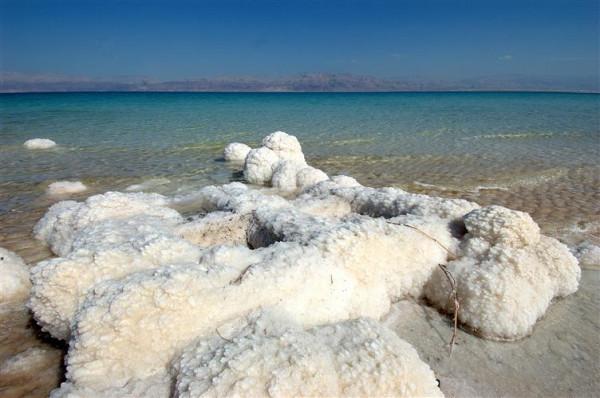 Мертвое море исцеляет от кожных недугов