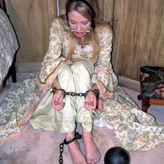 молодые девушки в рабстве