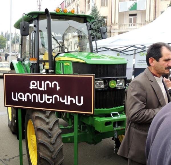 Traktor_marki_John_Deere_vystavila_kompaniya_Kard_Agroservis_