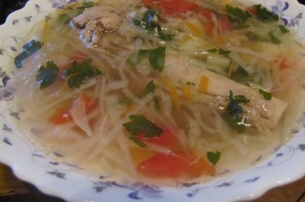 Лёгкий овощной суп на бульоне из индейки