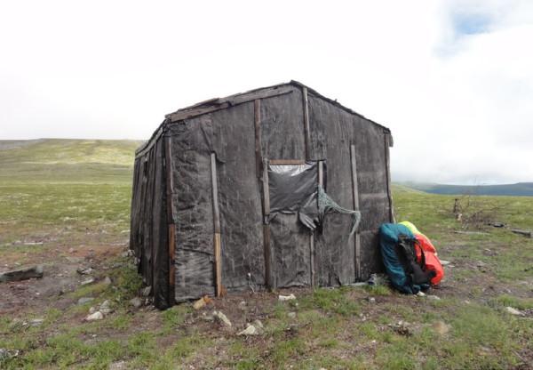 Hut on the slope of Mottevchakhl mountain