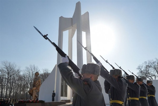 Kyrgyz soldiers fire a salute