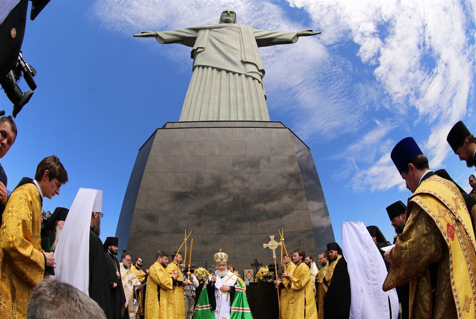 Rus Patriarch Kirill under the Christ the Redeemer