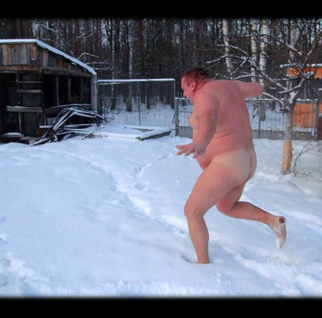 голые мужчины на снегу - 12