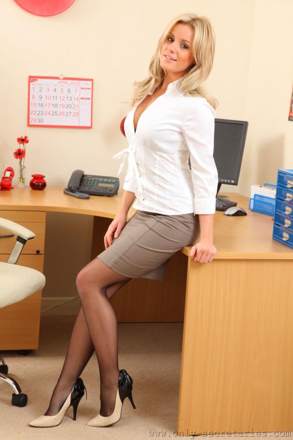 секретарша в калготках фото