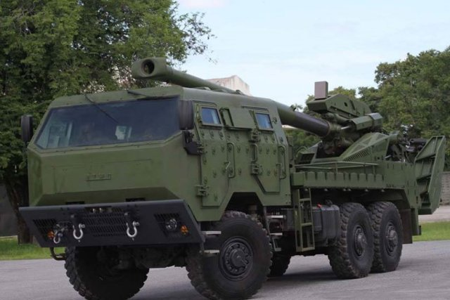 Thailand_unveils_155mm_ATMOS_mounted_on_TATRA_6x6_640_002