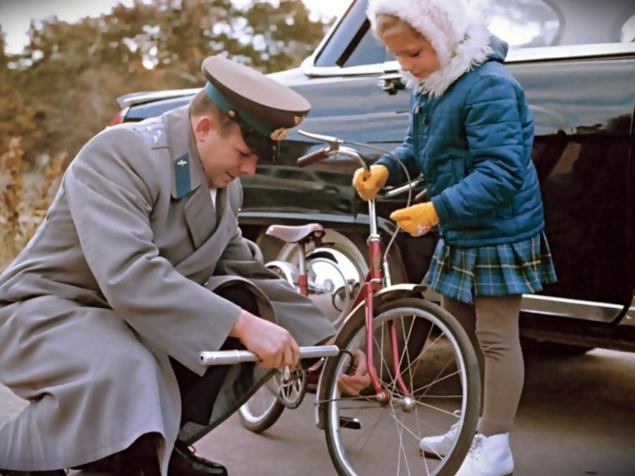 Гагарин, дочь, велосипед