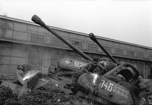 Переплавка танков времен Второй Мировой войны, Украина, 1960 год