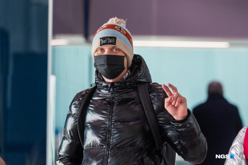 Такие маски еще в начале марта можно было купить в аптеках Одинцово (Московская область). Фото NGS.RU