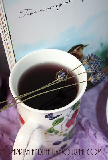 Напиток из сырого черничного нектара с лавандовым сиропом