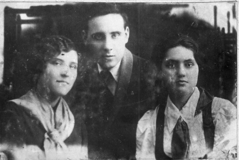 Турубаровы Валентина,Петр,Раиса