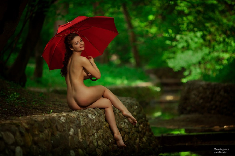 naked-umbrella-girl-intr-big-pins-in-smallvagaina-durig-fucking