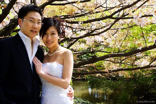 жених с невестой у себя на свадьбе занимаются сексом при гостях