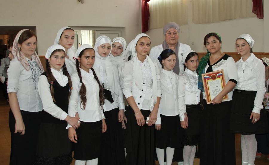 Чеченские парламентарии побывали на Дне учителя (4)