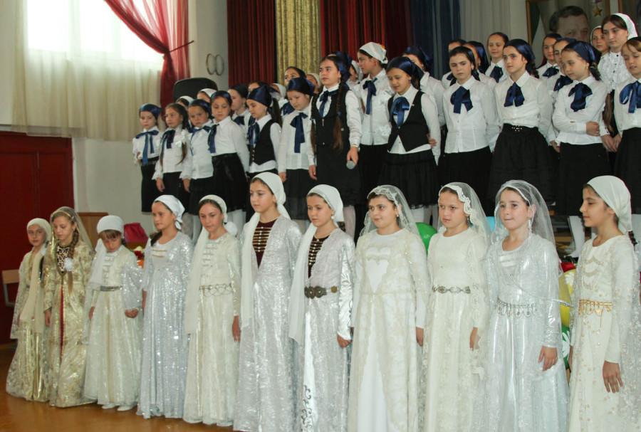 Чеченские парламентарии побывали на Дне учителя (3)