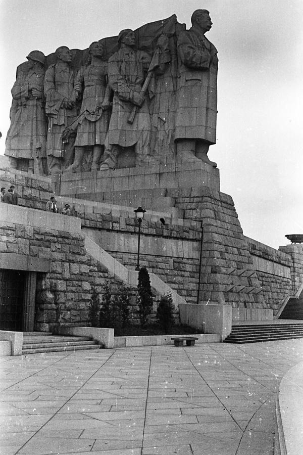 PomnikStalina-Praga1.jpg