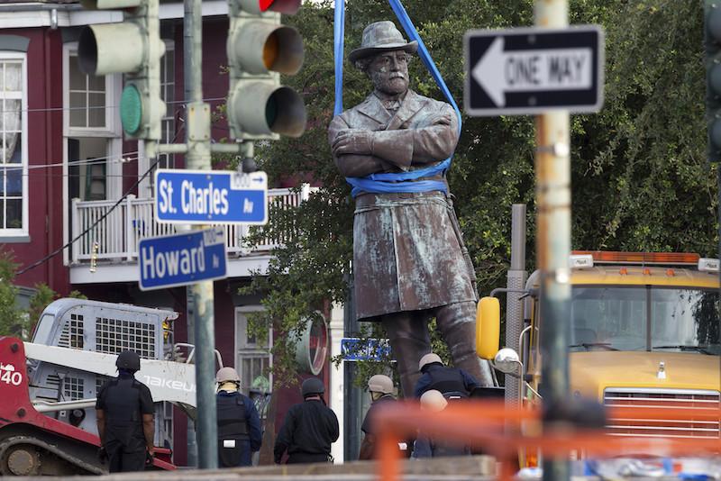 ct-new-orleans-general-lee-statue-20170518.jpg