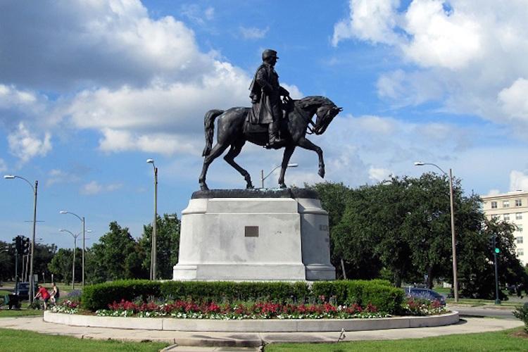 general-beauregard-statue-removed.jpg