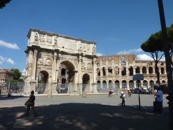 Boog van Constantijn en Colosseum
