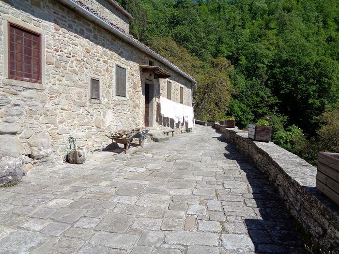 одна из улочек монастыря монтеказале