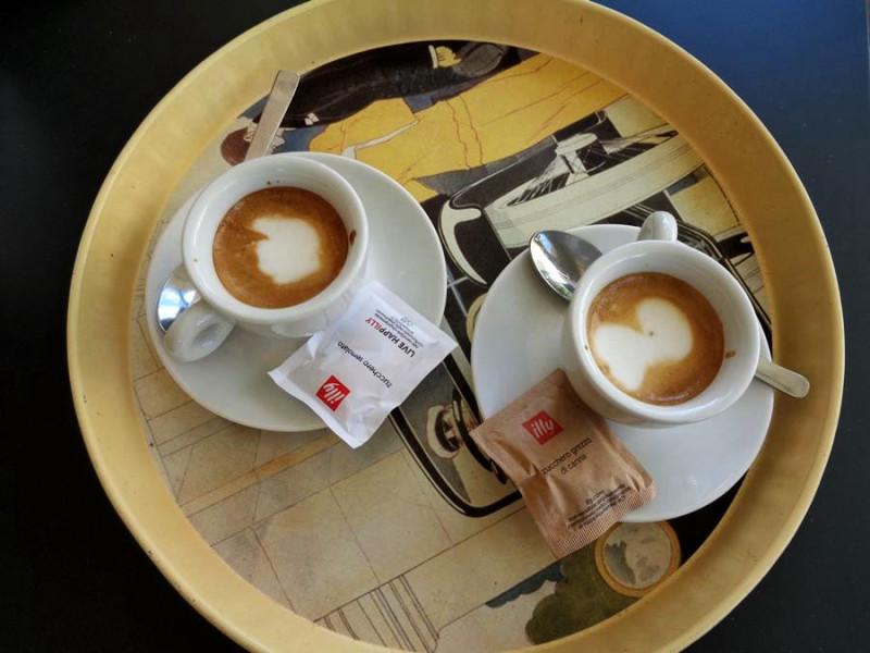 кофемашина приготовила капучино