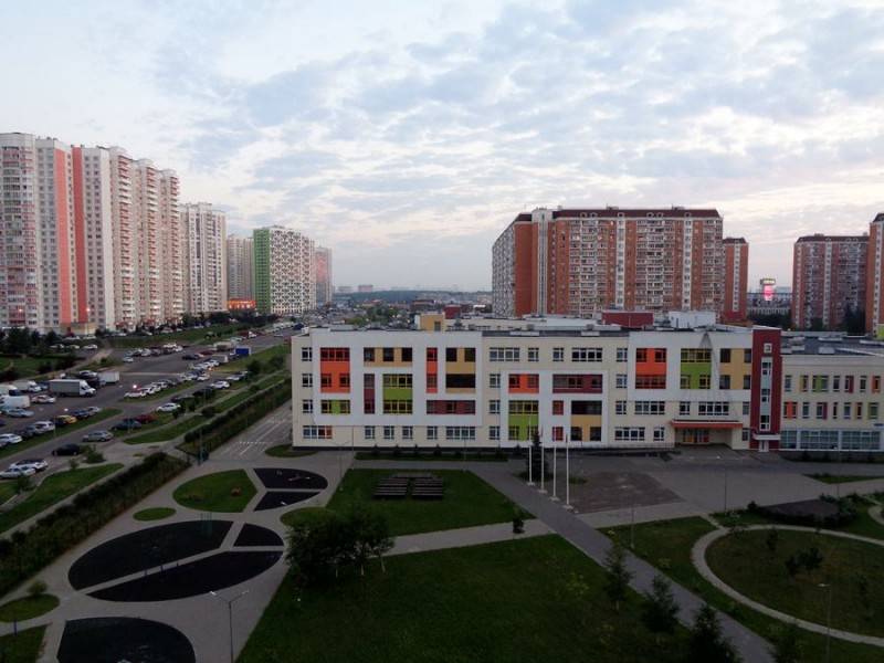 новые дома и новая школа