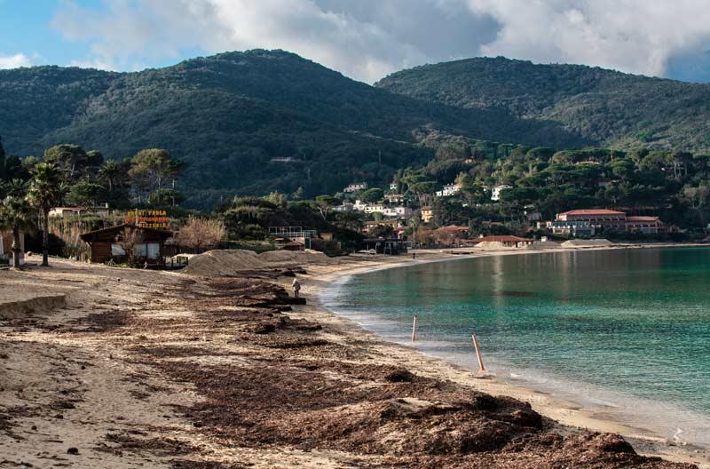 пляж на острове Эльба