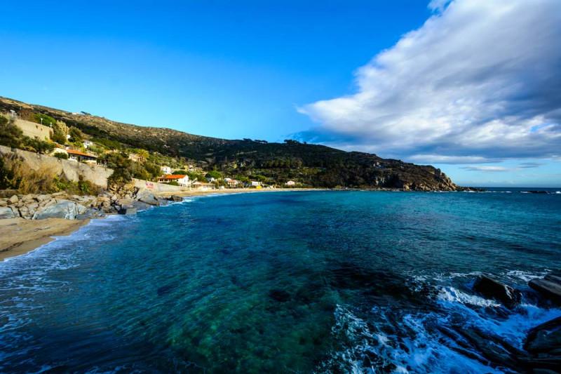 море в районе пляжа Каволи на Эльбе, Тоскана, Италия